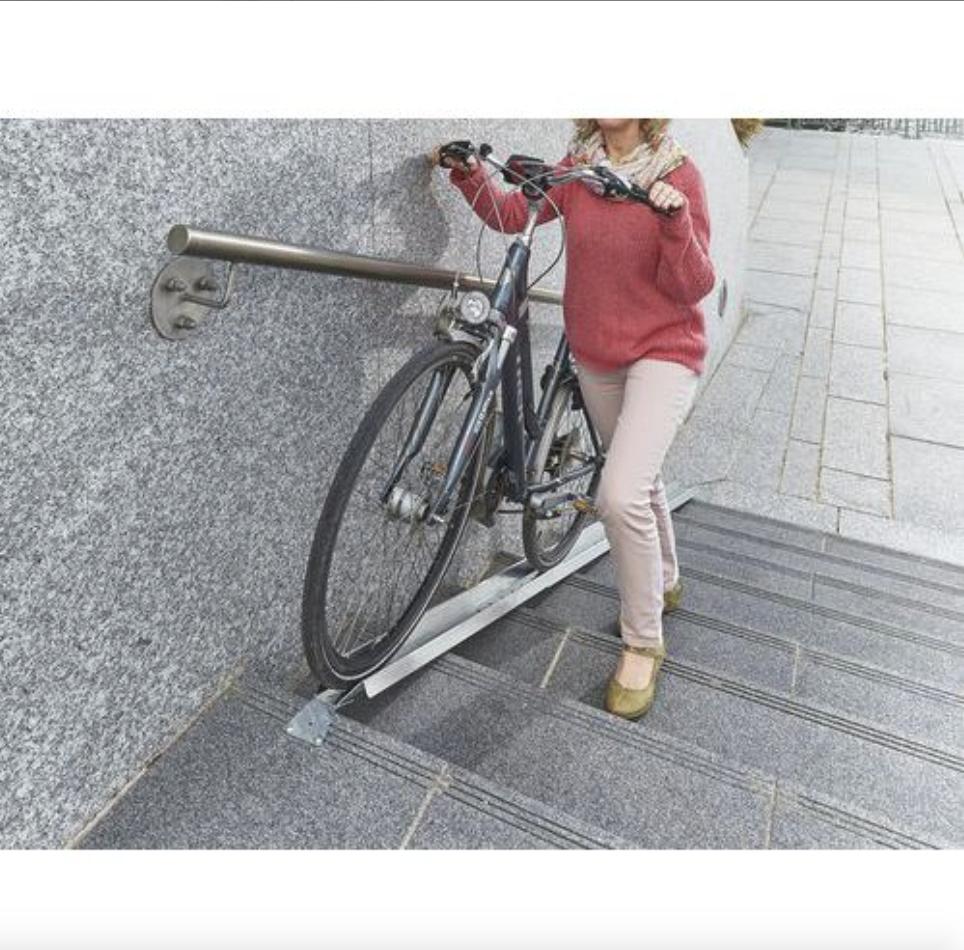 Canalina per le bici sulle scale
